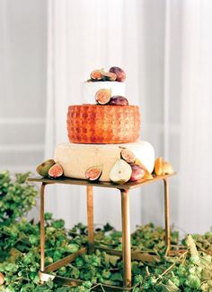 The perfect alternative to a fall wedding cake is a cheese wheel! Photographer: Lacie Hansen Photography via The Knot