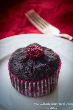 Vişneli Kakaolu Glutensiz & Şekersiz Kek – Bade'nin Şekeri