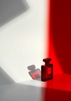 Photography by Caroline Leeming at Swerve Represents #perfume #fragrance #chanel #red  Perfume Ad, Chanel Perfume, Perfume Fragrance, Fragrances, School Photography, Light Photography, Kanebo, Ads Creative, Advertising Photography