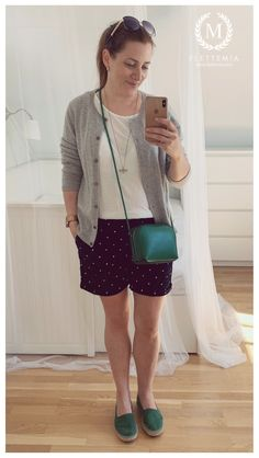 #FletteMia • Grey Cashmere Cardigan: #JohnLewis • White T-shirt: #HM • Dark Blue Shorts w/White Polka Dots: #HM • Green Loafers: #NaturalWorldShoes •  Green Bag: #AnnaField Putting Outfits Together, Colorful Cakes, Cashmere Cardigan, Green Bag, Blue Shorts, My Wardrobe, John Lewis, Dark Blue, Anna