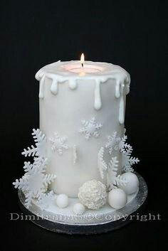 This might just be this year's Christmas cake design. Christmas Cake Decorations, Holiday Cakes, Christmas Desserts, Christmas Treats, Christmas Baking, Xmas Cakes, Christmas Cake Designs, Christmas Recipes, Birthday Decorations
