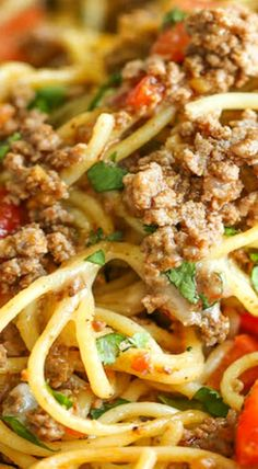 Taco Spaghetti One Pot Taco Spaghetti ~ So cheesy, comforting and stinking easy with no clean-up!One Pot Taco Spaghetti ~ So cheesy, comforting and stinking easy with no clean-up! Casserole Recipes, Meat Recipes, Pasta Recipes, Mexican Food Recipes, Dinner Recipes, Cooking Recipes, Healthy Recipes, Yummy Recipes, Spiralizer Recipes