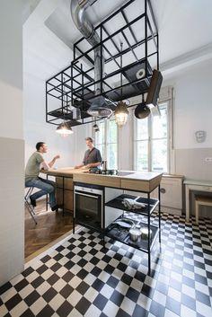 Le studio d'architecture munichois IFUB a récemment rénové un appartement des années 1930 dans une villa Art déco à Vienne, en Autriche. Le studio a été ch