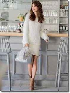 白ボアニット×白タイトスカート