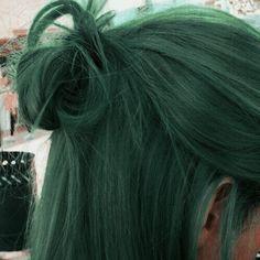 Hair Dye Colors, Cool Hair Color, Green Hair Colors, Hair Inspo, Hair Inspiration, Dark Green Hair, Green Hair Streaks, Short Green Hair, Green Hair Dye