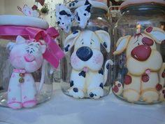 vidros grandes ou medios para 1Kg,com cachorro ou gato,trabalhado na frente e na tampa em biscuit R$ 60,00