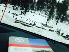 Los paseos a la nieve en familia son   divertidos en la Toyota Sienna @toyotausa  #vayamosjuntos  #DepaseoconMamá