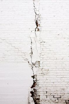 White Cracked Wall | Colour