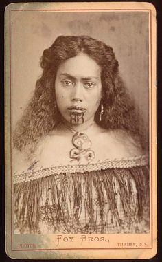 Young Maori Woman with Moko Wearing Korowai Cloak and Hei Tiki, Foy Brothers, Thames (New Zealander), c. Albumen carte-de-visite photograph, x cm This photograph displays a Maori. Maori Tattoos, Ta Moko Tattoo, Samoan Tattoo, Borneo Tattoos, Thai Tattoo, Tribal Tattoos, Old Photos, Vintage Photos, Polynesian People
