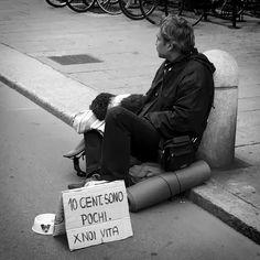 """""""10 cent sono pochi. Per noi, Vita""""  Angoli & Confusione - Strade di Bologna"""