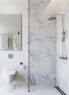 Home Interior Farmhouse square marble bathroom tiles // bathroom renovation.Home Interior Farmhouse square marble bathroom tiles // bathroom renovation Marble Tile Bathroom, Stone Bathroom, Laundry In Bathroom, Bathroom Flooring, Marble Mosaic, Mosaic Tiles, Carrara Marble, Bathroom Wall, Bathroom Layout