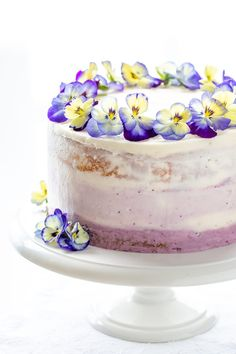 Celebrate the season with this delicious Lemon-Blueberry Cake with a moist, tender lemon cake and fresh blueberry filling Lemon Blueberry Muffins, Blueberry Cake, Blueberry Recipes, Blue Berry Muffins, Lemon Icebox Cake, Indian Cake, Zucchini Cake, Most Delicious Recipe, Savoury Cake
