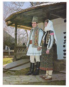 Costumes Around The World, Folk Clothing, Moldova, Folk Costume, Ethnic Fashion, Romania, African, Embroidery, Country