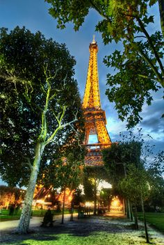 ❥ Walking to Dinner in Paris...