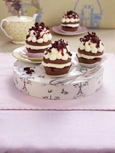 Das Rezept für Mini Schwarzwälder Kirsch (oder Muffins Schwarzwälder Art) und weitere kostenlose Rezepte auf LECKER.de