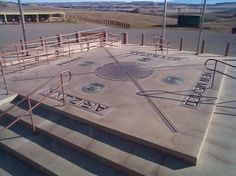 Four Corners Monument Four Corners, USA - only spot in the country where one can stand in four States balanced on one toe. (Arizona, New Mexico, Colorado, Utah) Four Corners Monument, Four Corners Usa, Arizona, Us Destinations, Famous Places, Family Adventure, Travel With Kids, New Mexico, Viajes