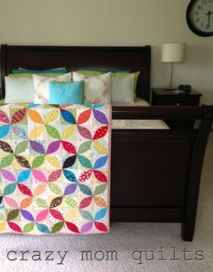 crazy mom quilts: settling in     Love the rail instead of it lying across end of bed.