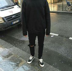 New sweatshirt outfit men simple Ideas Socks Outfit, Sweatshirt Outfit, Vans Outfit Men, Boy Fashion, Korean Fashion, Mens Fashion, Fashion Check, Fashion Shoes, Grunge Outfits