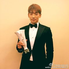 "15-11-28 RAIN-JIHOON Weibo ""Trends Inspire City Festival Award  in Xiamen_Red Carpet """