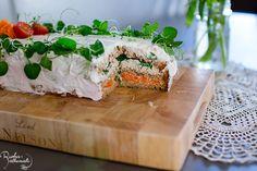 Vegaaninen voileipäkakku savutofulla ja porkkalalla + pikaporkkalan ohje