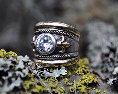 Vive la France Fleur-de-lis ring in 9ct gold by SusanRoosJuwele