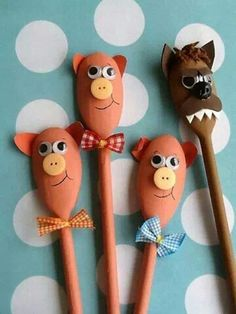 Three Little Pigs spoon puppets. Wooden Spoon Crafts, Wooden Spoons, Kids Crafts, Arts And Crafts, Painted Spoons, Puppets For Kids, Spoon Art, Puppet Crafts, Three Little Pigs