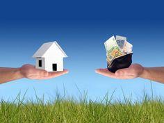 Согласно данным ВЦИОМ, более половины россиян по-прежнему считают недвижимость лучшим объектом денежных вложений.
