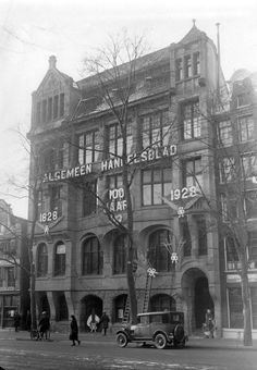 1928. Algemeen Handelsblad building, Nieuwezijds Voorburgwal Amsterdam. Algemeen Handelsblad was an influential Amsterdam-based liberal daily newspaper printed and published from this building between 1828 and 1970. #amsterdam #NieuwezijdsVoorburgwal