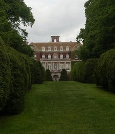 Westbury Gardens in Long Island - they have teas here and a tour of the house Classical Architecture, Study Architecture, Westbury Gardens, Huge Houses, Slytherin Aesthetic, Long Island Ny, Grand Homes, England And Scotland, Best Places To Live