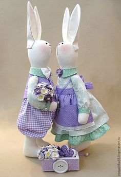 My grandma used to make rabbits kind of like these. Bunny Crafts, Easter Crafts, Sewing Toys, Sewing Crafts, Rabbit Toys, Funny Bunnies, Love Craft, Felt Animals, Fabric Dolls