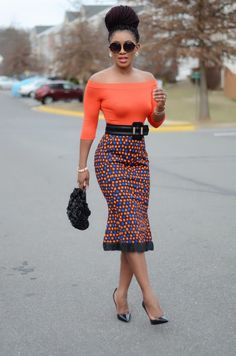 Happy Monday! Starting off the week with this chic Ankara look. It's classy, simply, sophisticated, and timeless. Don't you agree? Enjoy ...