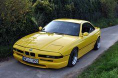 Nepřehlédnutelný kousek historie BMW v hodně netradiční barvě – BMW 850i (E31) #BMWstories