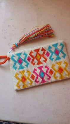 Wayuu Clutch Models,, We have prepared very beautiful models of knitting bag models today. Crochet Wallet, Crochet Clutch, Crochet Purses, Crochet Bags, Tapestry Crochet Patterns, Crochet Motif, Crochet Designs, Knit Crochet, Learn Crochet