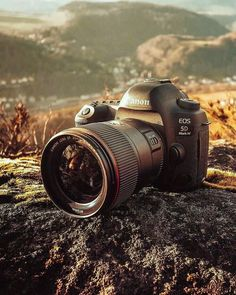 Canon Cameras - Photography Tips You Need To Know About Photography Camera, Creative Photography, Photography Tips, Best Photo Background, Background Images, Camera Wallpaper, Camera Gear, Best Camera, Photo Backgrounds