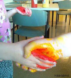 Värien sekoitus kättelemällä ja maalausprojekti käsin maalaten http://www.haaraamo.fi