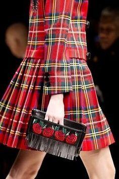 A Tartan Christmas. Tartan Suit, Tartan Dress, Tartan Mode, Tweed, Style Anglais, Tartan Christmas, Tartan Fashion, Scottish Plaid, Red Plaid