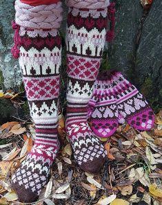 Pätkis HURMAAVAT, osa 10. Knitting Socks, Christmas Stockings, Knitting Patterns, Gloves, Holiday Decor, Winter, Inspiration, Diagram, Knit Socks