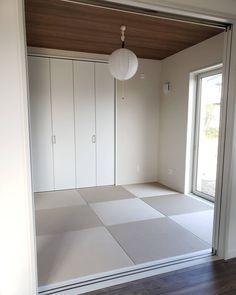 #琉球畳ハッシュタグ - Instagram • 写真と動画 Natural Interior, Tile Floor, Flooring, Instagram, Tile Flooring, Wood Flooring, Natural Styles, Floor