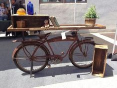 """""""Flea Market flip--one team sellling bike transformed into a console table with removable storage crates Bicycle Bar, Bicycle Decor, Old Bicycle, Bicycle Design, Bicycle Crafts, Diy Pallet Furniture, Funky Furniture, Painted Furniture, Crate Storage"""