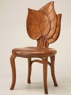 chaise en forme de feuille