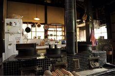 Asian Kitchen, Japanese Kitchen, Home Room Design, Home Interior Design, Kitchen Interior, Kitchen Design, Japanese Style House, Kitchen Stove, Japanese Architecture