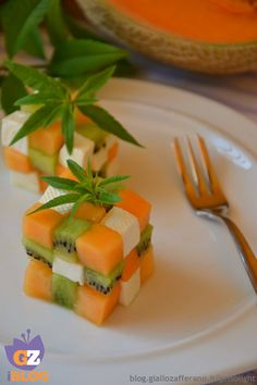 Rubik& cube with melon, kiwi and light cheese Fruit Salad Decoration, Food Decoration, Food Crafts, Diy Food, Food Platters, Food Dishes, Amazing Food Art, Food Art For Kids, Fruit And Vegetable Carving