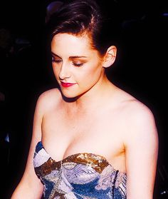 Image discovered by Stewart. Find images and videos about kristen stewart on We Heart It - the app to get lost in what you love. Kristen Stewart Eyes, Kristen Stewart Chanel, Kristan Stewart, Pretty Movie, Catherine Zeta Jones, Keanu Reeves, Beautiful Celebrities, Hollywood Actresses, Celebrity Crush