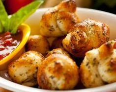 Garlic knots américains croquants allégés : http://www.fourchette-et-bikini.fr/recettes/recettes-minceur/garlic-knots-americains-croquants-alleges.html