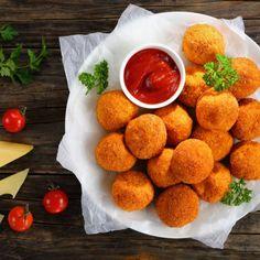 """821 mentions J'aime, 9 commentaires - Supertoinette (@supertoinette_officiel) sur Instagram: """"Croquettes de carottes au fromage Ingrédients : ✔️4 pommes de terre (Bintje) ✔️2 carottes ✔️100…"""" Chicken Croquettes, Les Croquettes, Eggplant Dishes, Eggplant Recipes, Yummy Snacks, Healthy Snacks, Deep Fried Recipes, Gastro, Air Fryer Healthy"""
