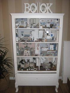 "Bookshelf ""dollhouse"", in progress"