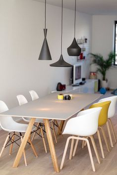 Sure, you could place 6 identical chairs at this table. But that would be a bit boring… Why not mix it up with two different chairs, the Eames DSW and HAY About a Chair? The mustard-yellow adds a bit of color to this dining room.