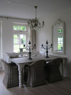 Love the style, especially the mirror as part of the dinner room.
