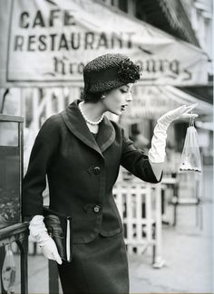 'Marie Helene et le Poisson Rouge'. Photo: Georges Dambier, Paris, 1957.