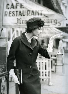 Marie Helene et la Poisson Rouge, Paris 1957